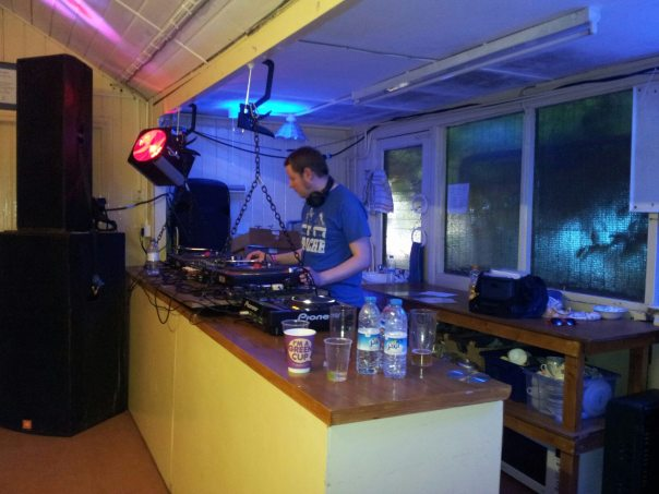 Gazfunk dj'ing in the tennis hut